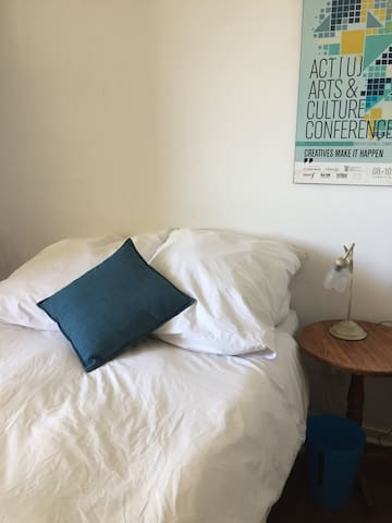 Comfy bed with good linen