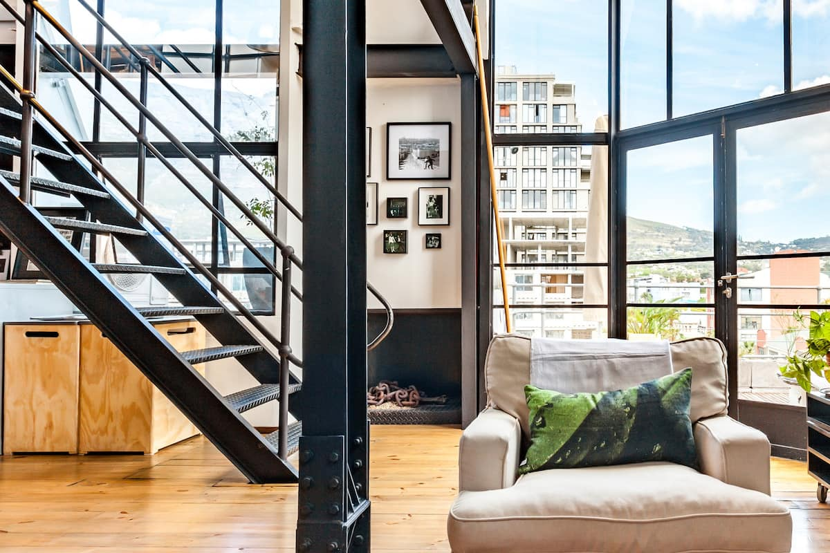 Light-Filled Loft with Table Mountain Views & Roof Garden