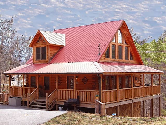 60+ FIVE STAR reviews! **PET FRIENDLY**!5 Miles to top attractions! New Theater