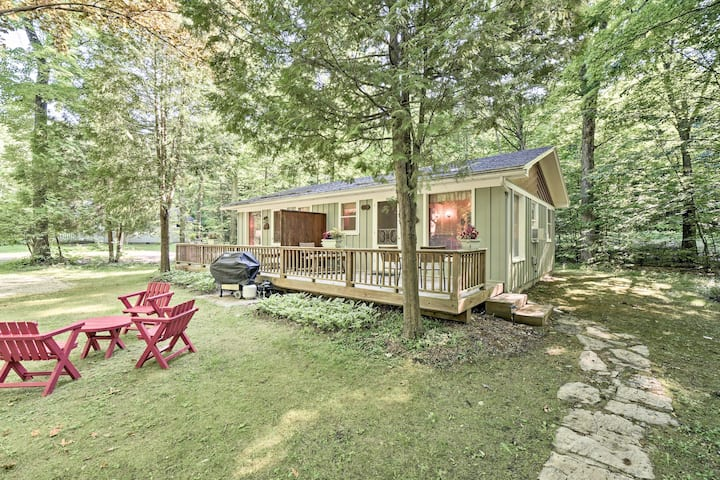 'Pine Cottage' Duplex w/Deck - Walk to State Park