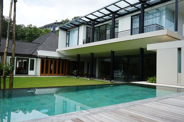 Villa Oasis Bandung + Private Swimming Pool
