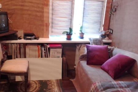 Уютная комната в Центральном районе в стиле Гранж. - Sankt-Peterburg - Apartment