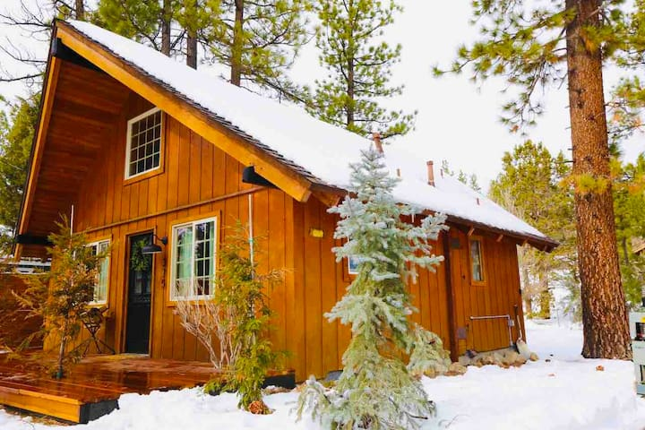 Luxe Farmhouse Chalet Near Slopes in Big Bear