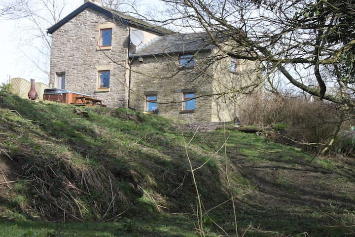 ROWARTH BARN - high peak - House