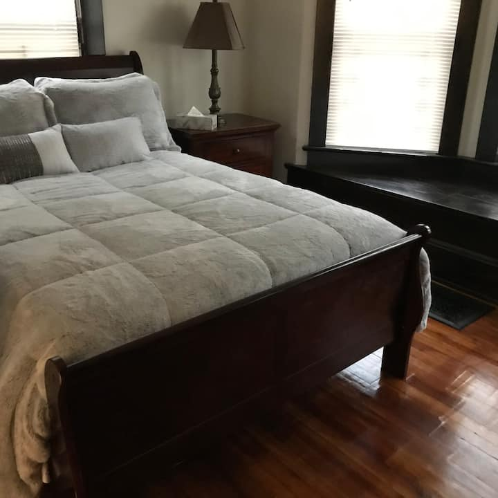 Cozy room for rent by CWRU, UH, Cleveland Clinic