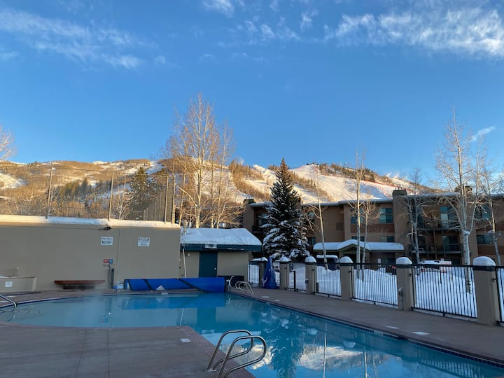 Ski-in Ski-out, pool, gym and spa!