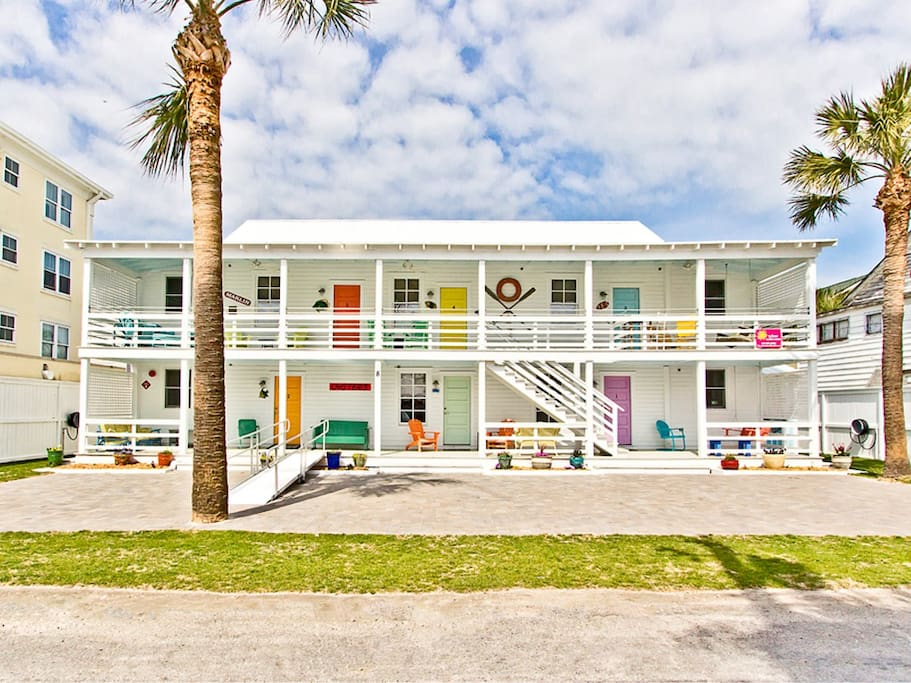 Beachwalk Apartments - Fully renovated 1930's Historic Apartment building