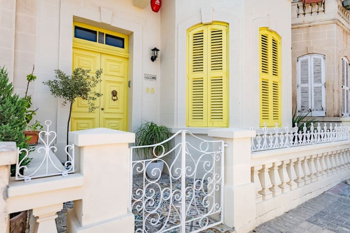 My Yellow, by the sea, eco friendly, sleeps 16