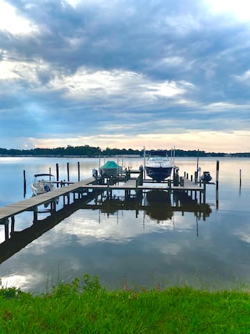 Sunset Point- Waterfront home and shared pier!