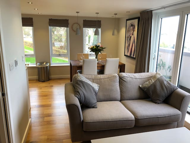 Luxury Apt in the heart of Caterham on the Hill