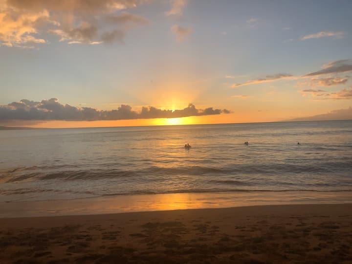 Beautiful ocean view, walk to beach, no crowds now
