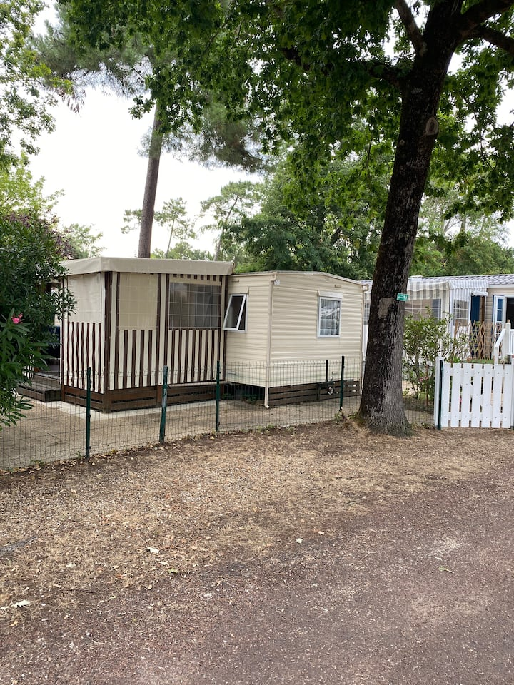 Mobilehome dans camping