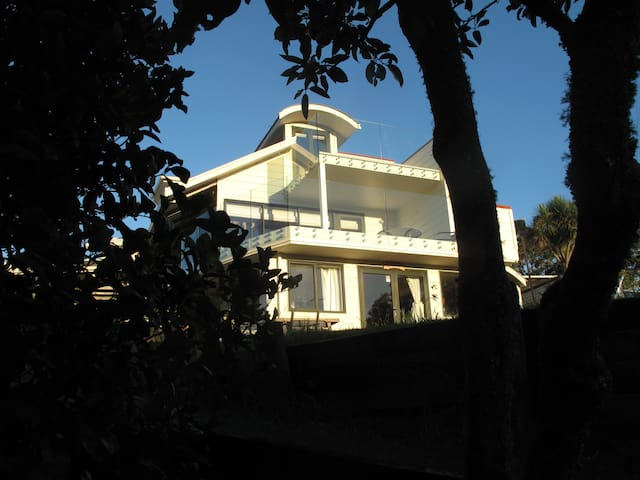 Auckland -Okura River Sanctuary .Waterfront home . - Auckland - House