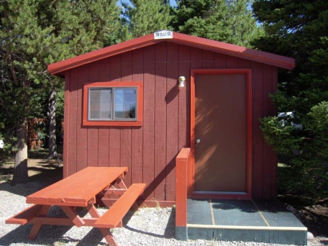 Wagon Wheel Comp Cabin - West Yellowstone - Pis