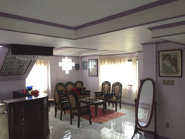 Whole House 3BR 6 mins walk to Crisologo St 10pax