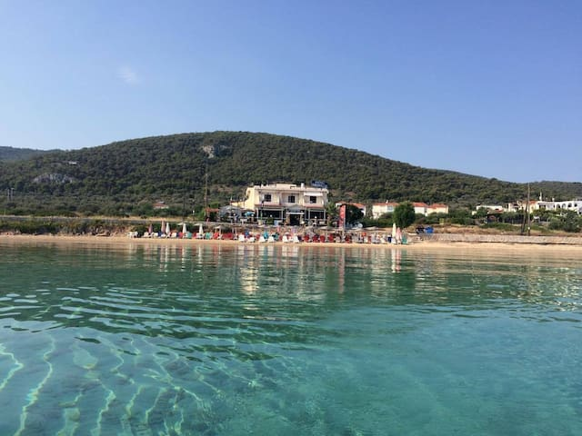 AGISTRI Beach Bar Cafe & STUDIOS Sleeps 2