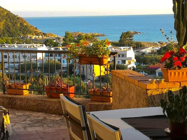 Villa Lo Scoglio, Ascea Marina (zona scogliera)