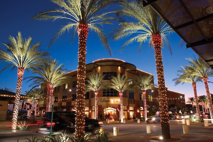Kierland Commons is a quick 12 min ride away offering amazing shopping, dining, and entertainment.