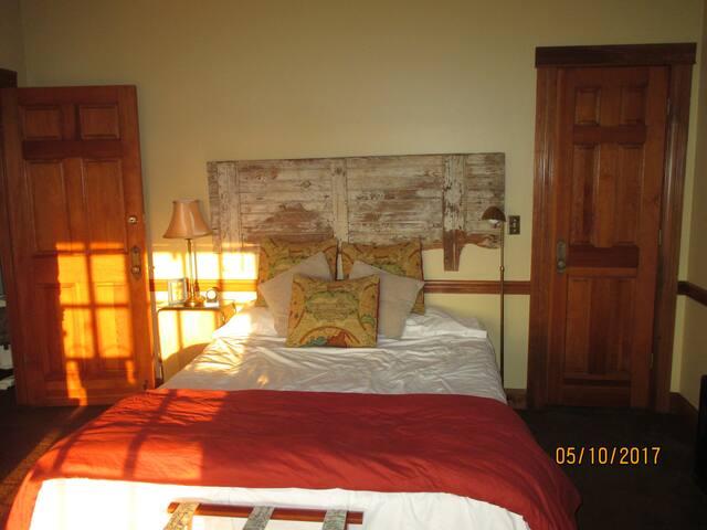 Glendalough: The Traveler's Suite