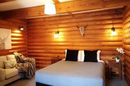 Deluxe Log Cabin Room