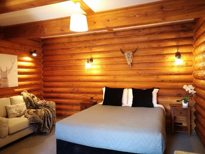 Deluxe Log Cabin Room