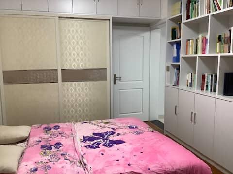 滨江花园精装舒适大床房(宾至如归)