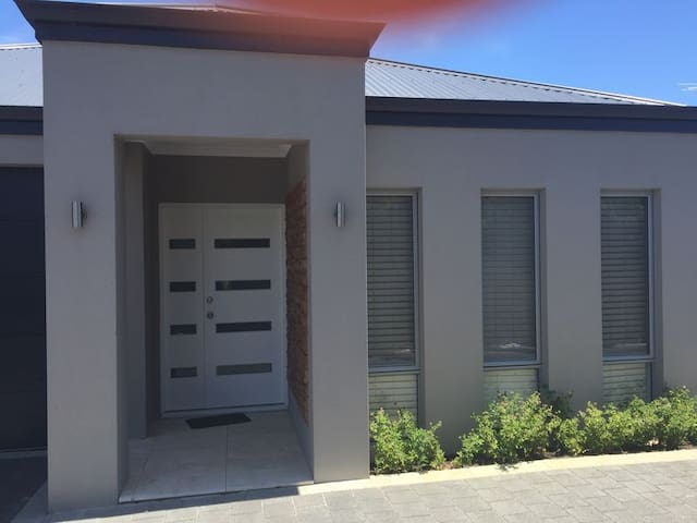 Brand new Nicsablew Holiday House - Balga - Villa