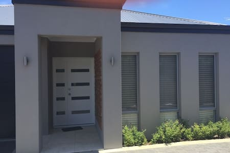 Brand new Nicsablew Holiday House - Balga