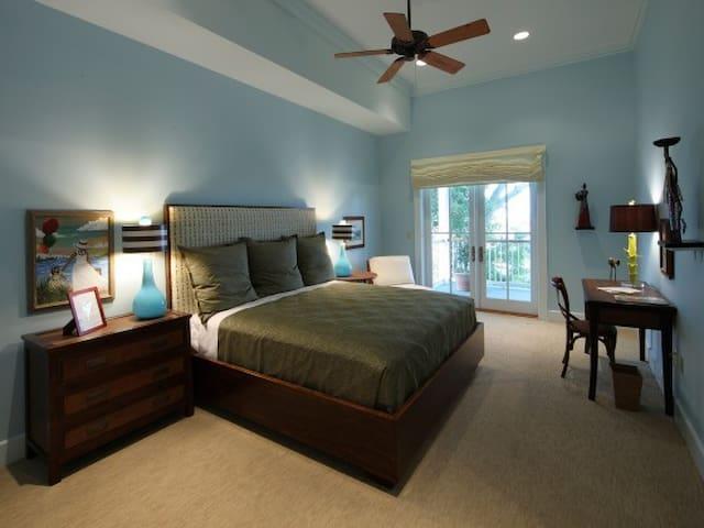 Lee House- Panzacola Suite