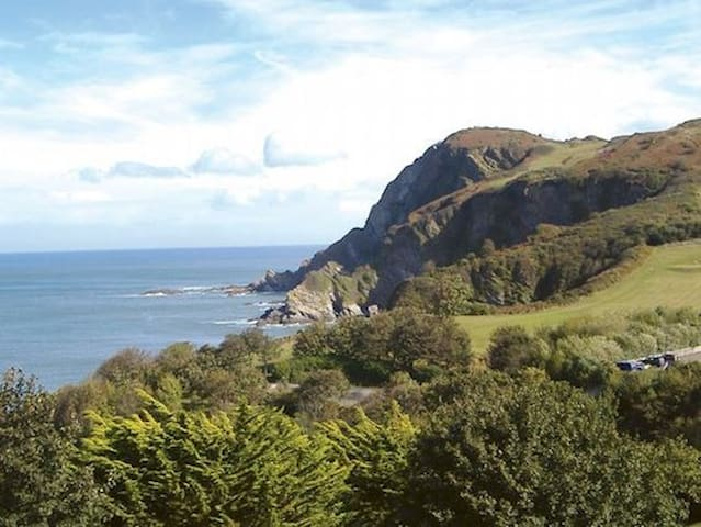 Panoramic views of the coastline. - Ilfracombe