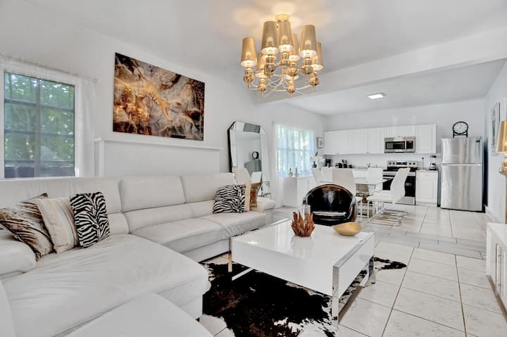 CHIC LUX HOUSE-6 BR/3 BATHS-6 MIN FROM SOUTH BEACH