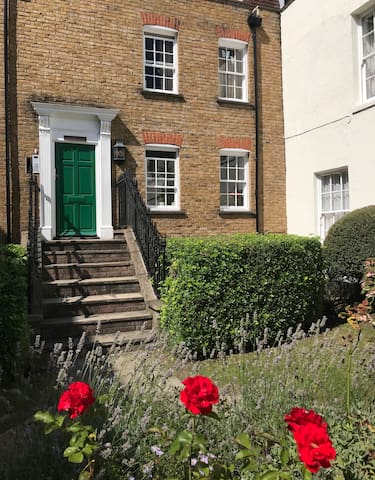 Beautiful 2- bed flat for self-isolation in London