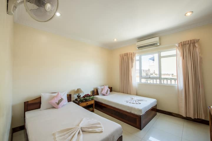 Standard Twin Room with Window, Free Pick Up