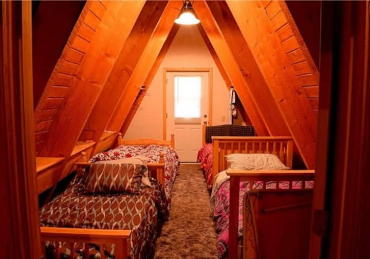 Tamarack 3 Bears Inn - Panda Bear Room