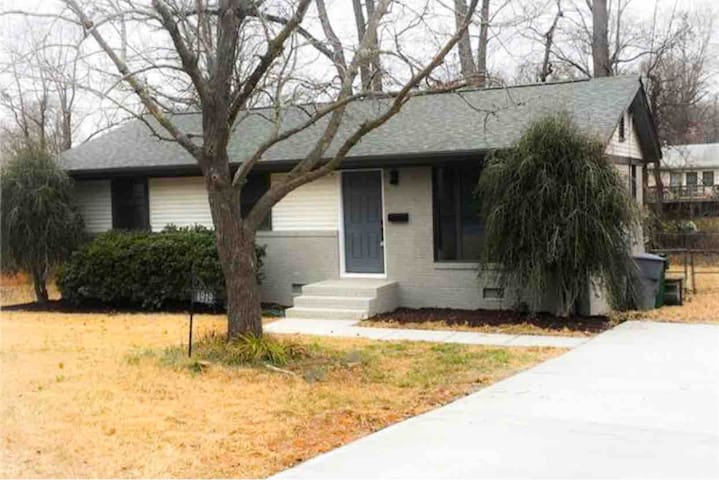 Cozy Renovated Lovely Home Minutes From NoDa
