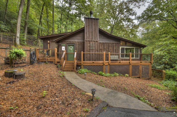 Emerald Inlet is a peaceful waterfront cabin right on Hemptown Creek!|  2 Bedroom, 1.5 Bathroom