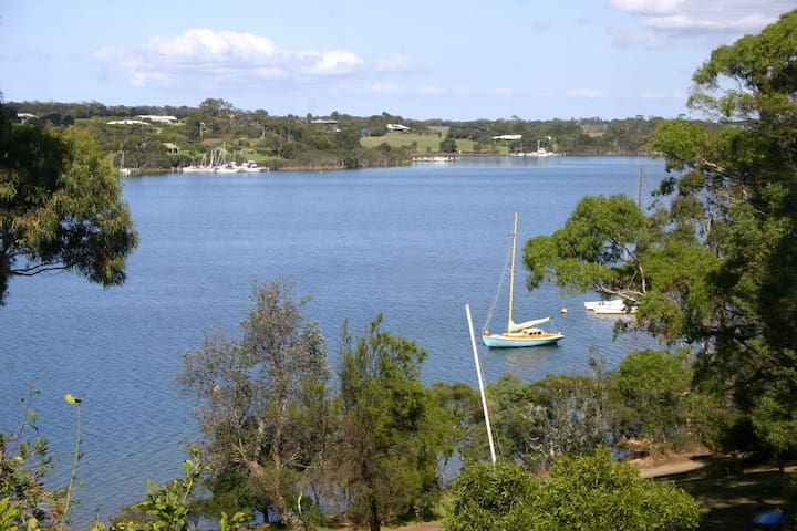 Large lakeside house with own jetty - Paynesville - House