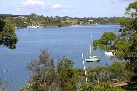 Large lakeside house with own jetty - Paynesville - Haus