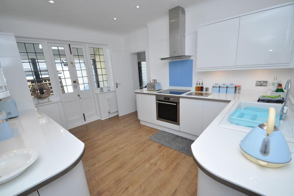 Fully equipped kitchen with all integrated appliances