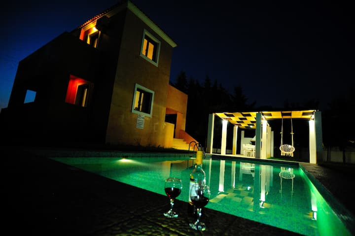 """FAMILY/WORK IDEAL-PRIVATE Pool, BBQ-65"""",32"""",24""""TVs"""