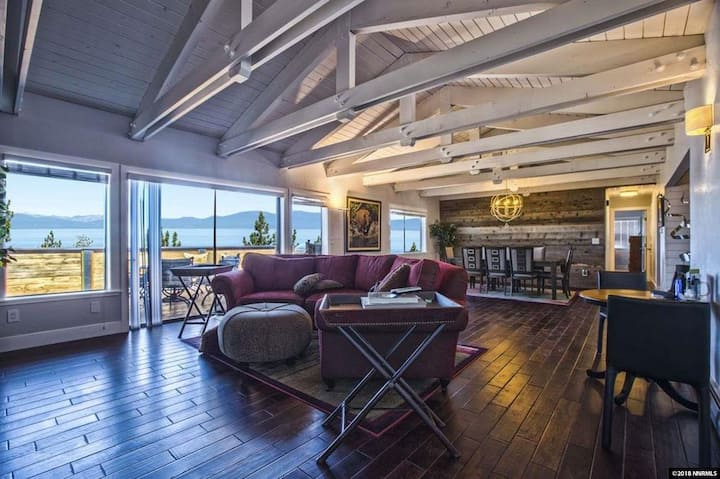 Spectacular Lakeview 6-Bedroom Retreat
