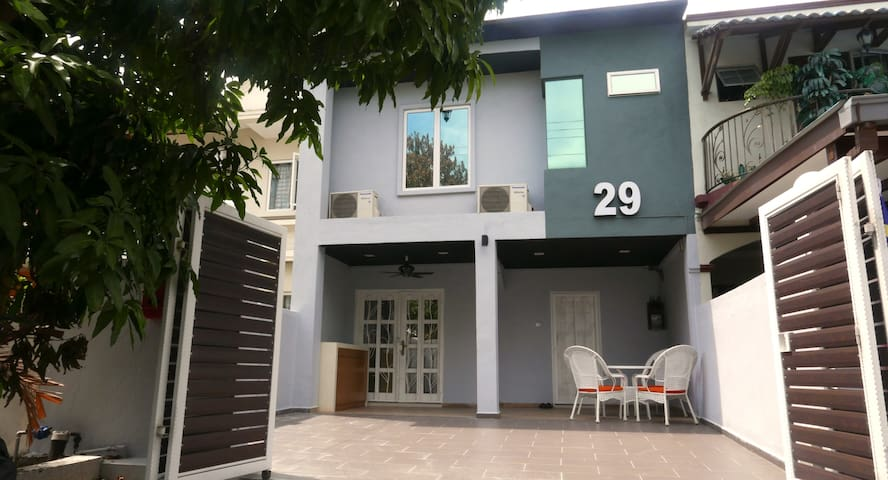 29 USJ 6, Spacious Party Townhouse, Urban Suite