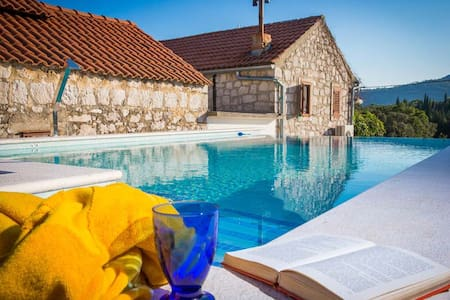 Lovely villa with pool, sleeps 6 - Mali Ston