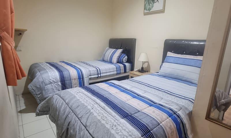 Room 4. 2 single Bed. sharing Bathroom