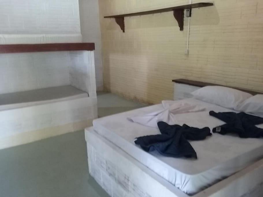 Quarto com cama casal