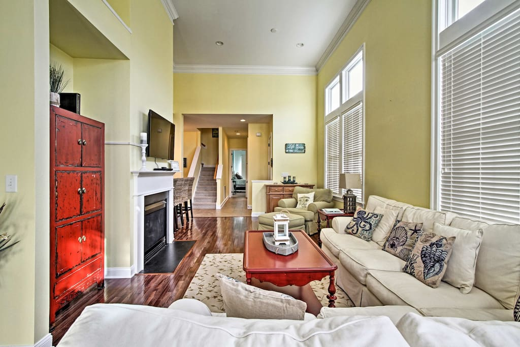 This spacious 2,010-square-foot unit sleeps 8 and offers tall ceilings, walk-in closets and top-of-the-line home furnishings.