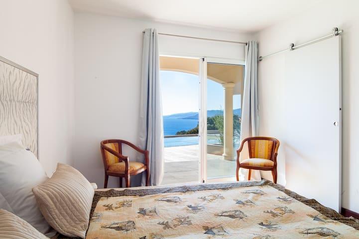 Sea view with an infinity pool - Viggianello - Villa