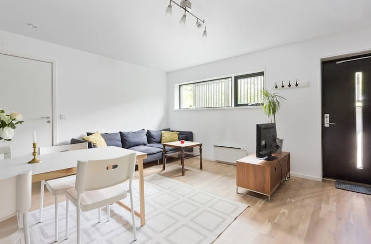 Ny og fresh leilighet i stille nabolag