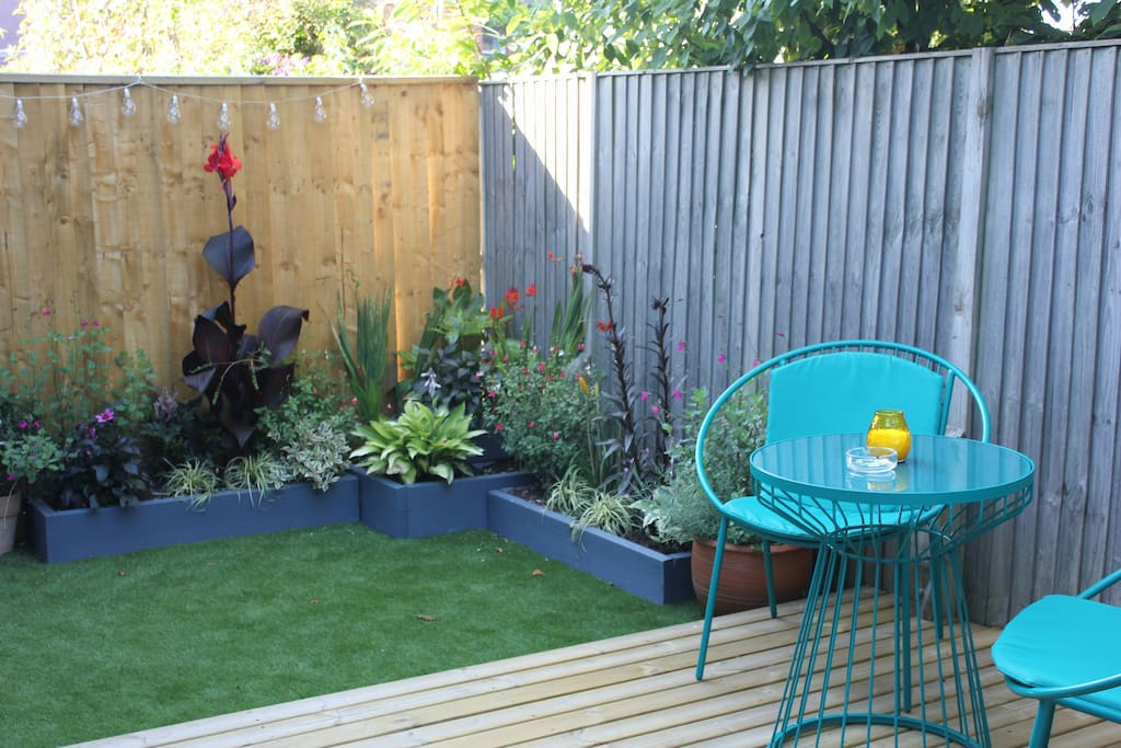 Great Chill out garden to enjoy a glass of wine and can smoke outside.