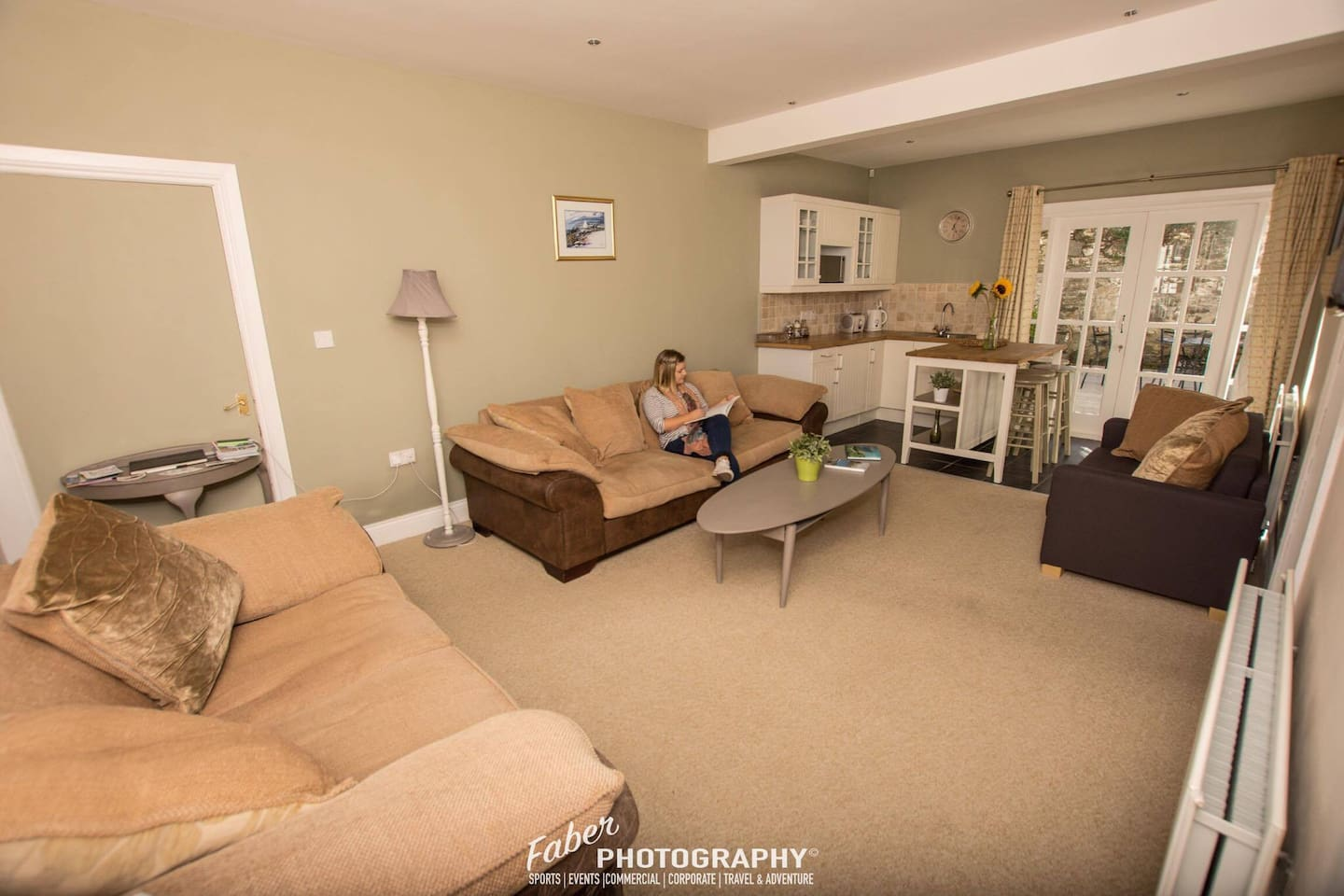 Open plan living and dining area - 3 big comfy sofas